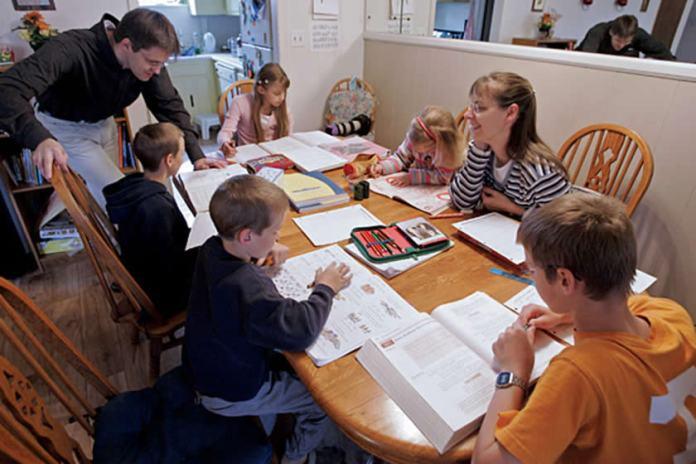 Diferença entre homeschooling, educação à distância e ensino remoto