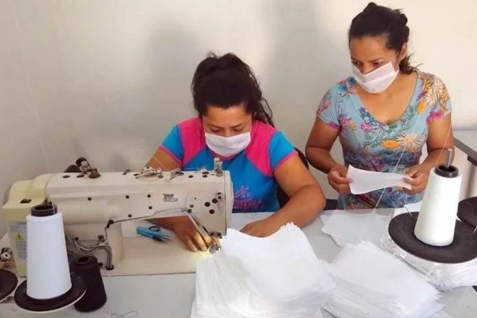Igreja em Santa Catarina distribui máscaras e cestas básicas à comunidade