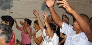 Governo de Cuba censura mensagens de pastores cristãos na TV e rádio