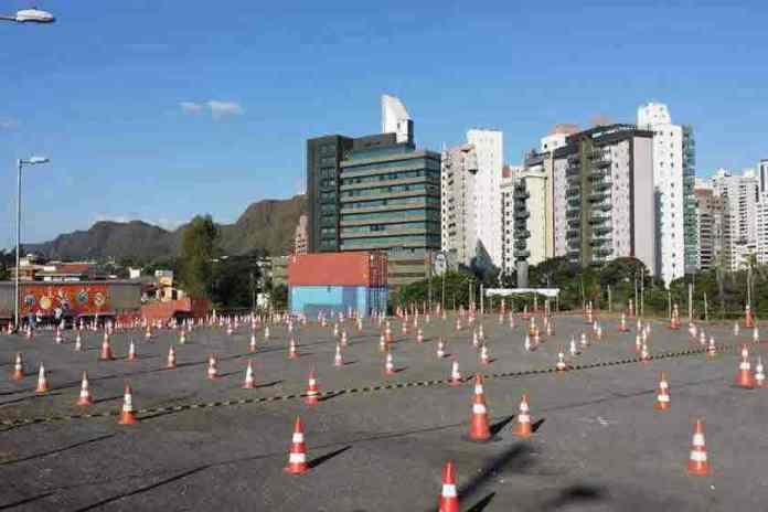 Igreja organiza culto drive-in em Belo Horizonte (MG)