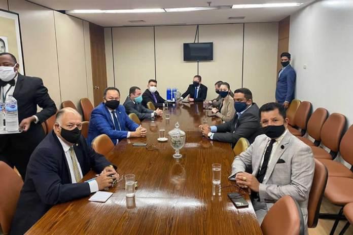Líderes da Frente Parlamentar Evangélica avaliam combate à crise do Covid-19