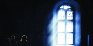 Perdido dentro da Igreja