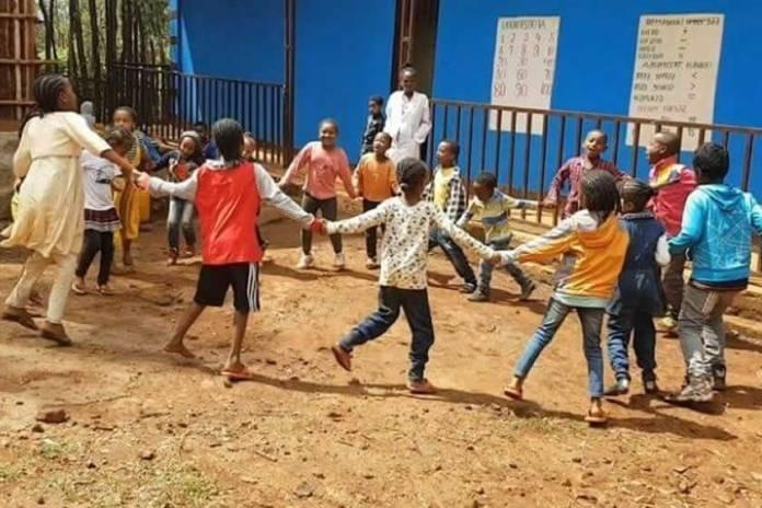 Escola transforma inimigos religiosos em amigos na Etiópia