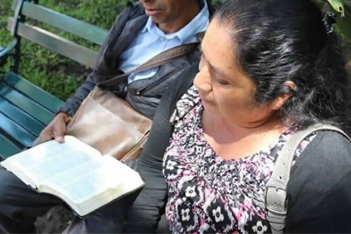 Multidão furiosa cerca casa de cristãos no México