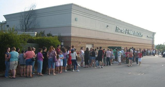 line in front of bookstore