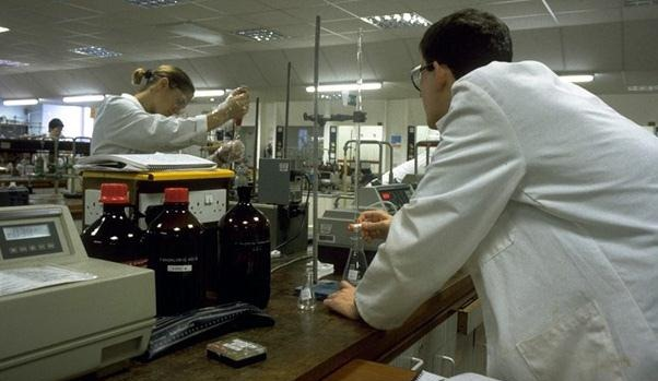 two scientists experimenting in a labratory