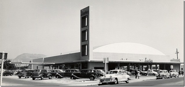 Lucky Supermarket, San Leandro, California 1947