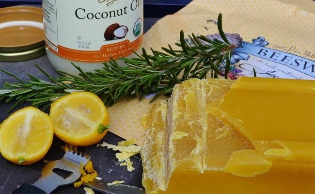 Coconut Oil, Beeswax And Lemon Cleanser