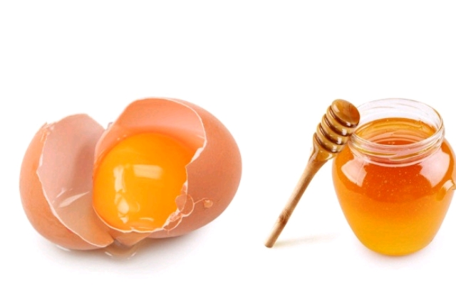 Egg with Honey Face Mask