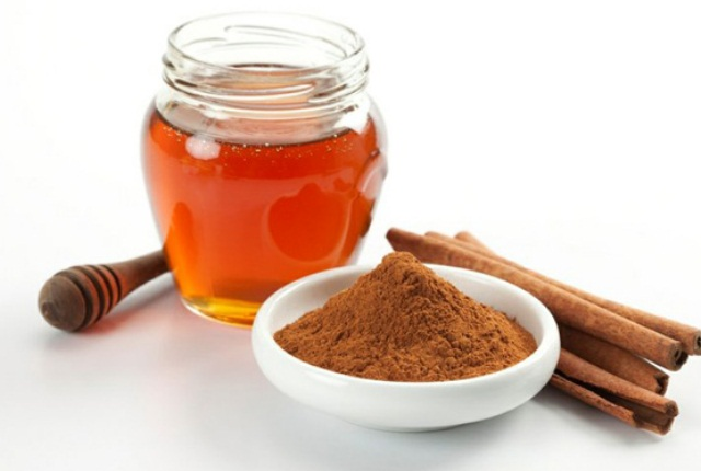 Honey with Cinnamon Powder