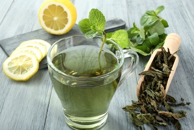 Peppermint Tea with Lemon Juice