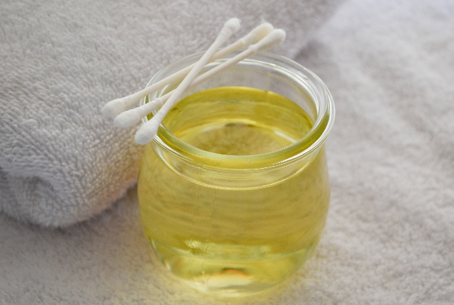 Apple Cider Vinegar With Tea Tree Oil For Acne