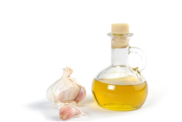 Use Garlic Oil