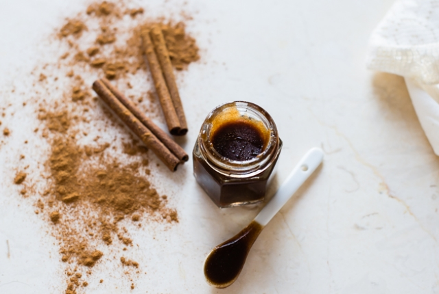 Honey & Cinnamon Lip Scrub