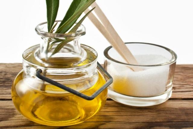 Olive Oil And Sugar Lip Scrub