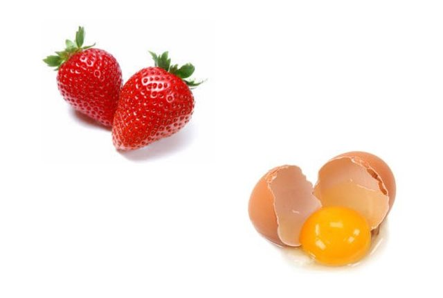 Strawberry egg yolk mask for dry skin