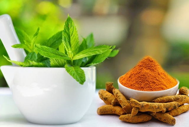 Use Turmeric With Mint Leaves Juice