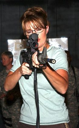 Picture of Sara Palin with an M-16