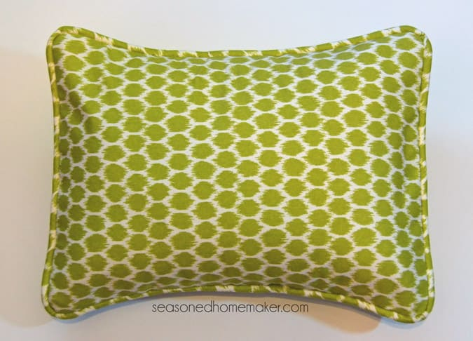 how to add piping to throw pillows
