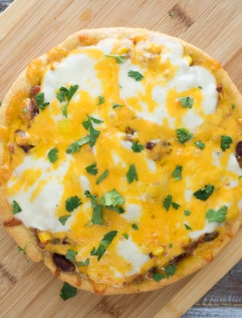 Chili Pizza with Cornmeal Crust | This deep dish chili pizza is made with a cornmeal crust for a classic chili and cornbread flavor. The crispy crust perfectly soaks up the saucy chili! | SeasonedVegetable.com