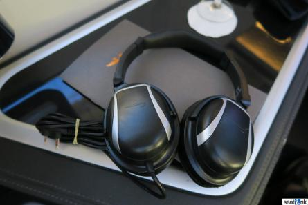 BA F noise-cancelling headphones