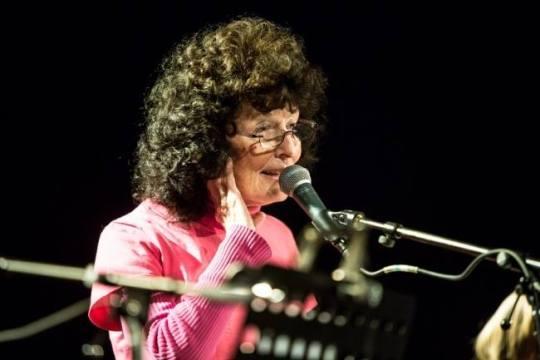 Linda Perhacs sings to the Danes in Aarhus.