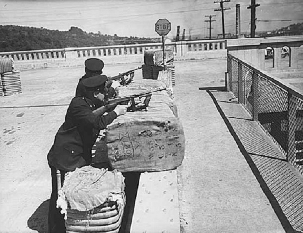 Seattle police with submachine guns guarding Pier 41, Seattle, July 20, 1934 Museum of History & Industry