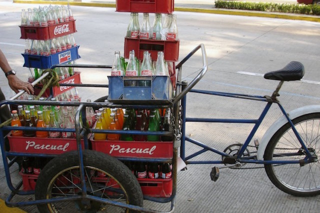 Soda delivery in Bosque de Chapultepec, Mexico City. Between 1989 and 2006, the consumption of sugary drinks increased by 60 percent per capita in Mexico. Photo by Omar Bárcena. Licensed CC-BY-NC.