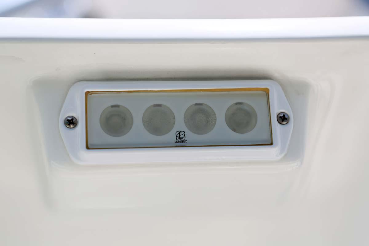 hight resolution of  additional spreader light