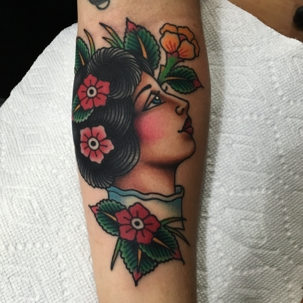 woman-flowers-tattoo
