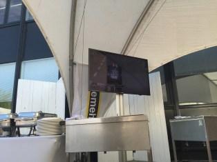 Dumoulin op groot scherm...