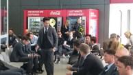 Enttäuschte Reisegruppe: die BVB-Spieler am Flughafen
