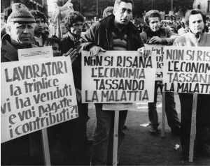 Lavoratori a una manifestazione della Cisnal