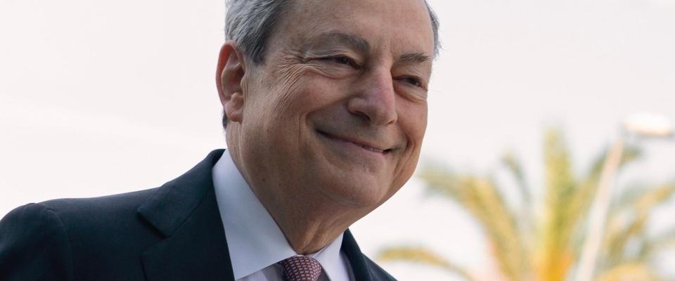 """Draghi su Astrazeneca e richiamo: """"L'eterologa funziona, io mi sono prenotato per martedì"""""""