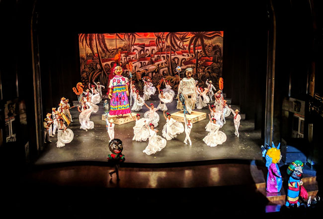 Ballet Folklórico de México de Amalia Hernández, Palacio de Bellas Artes, Mexico City