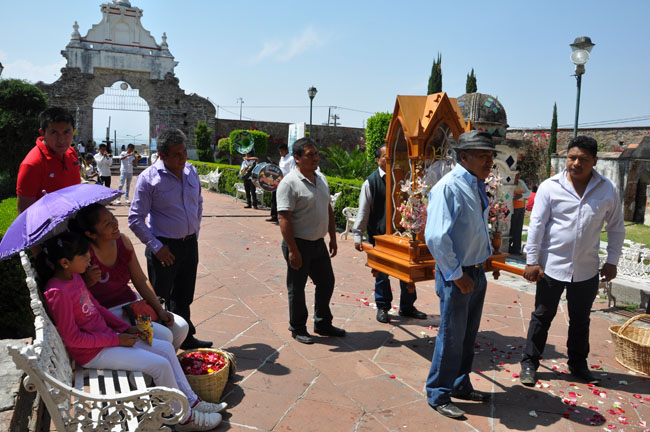 Procession bringing the Virgen de Juquila to San Francisco Acatepec for a special mass