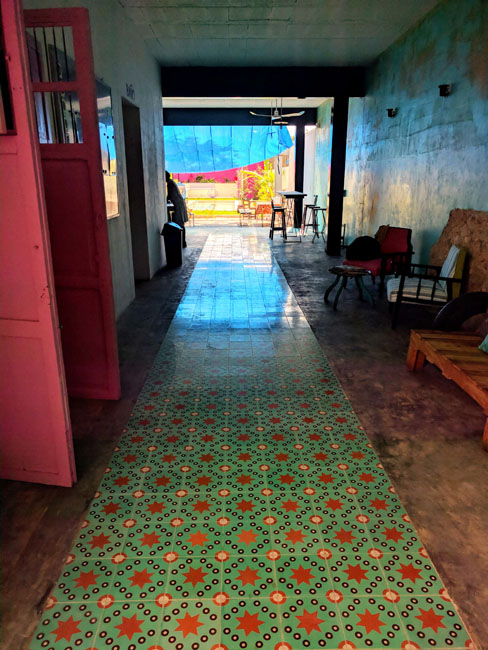 Main hallway, La Calle