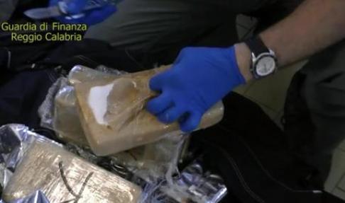 DROGA: NUOVO SEQUESTRO A GIOIA TAURO, TROVATI 630 KG COCAINA
