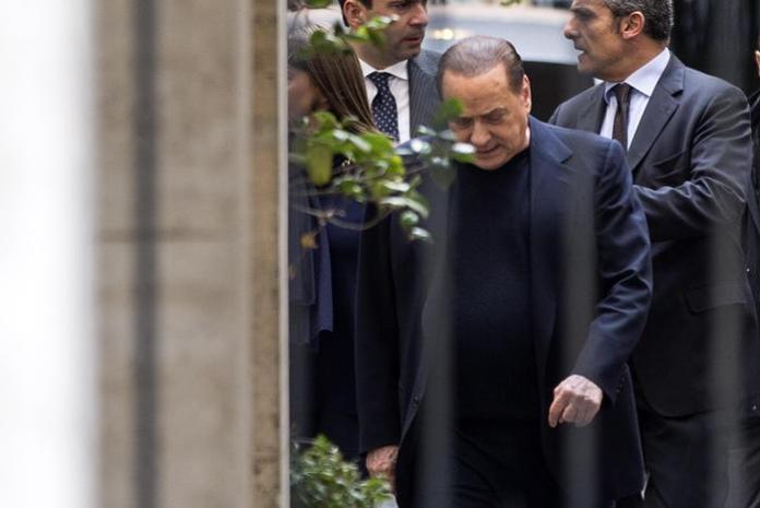 Silvio Berlusconi esce dal comitato di presidenza di FI il 4 febbraio 2015