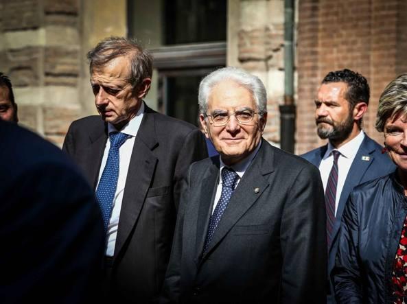 Sergio Mattarella a Torino. Alle spalle il sindaco Piero Fassino - Al Lingotto parla sulla corruzione