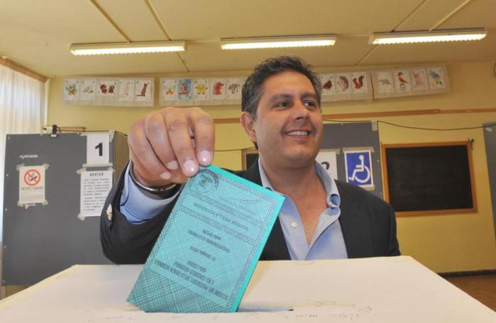 Giovanni Toti al seggio - Elezioni regionali 2015