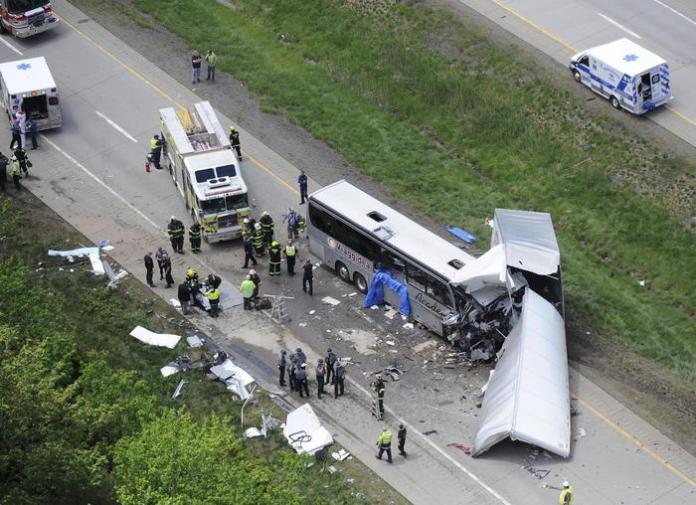 Authorities investigate the scene of a fatal collision between a tractor-trailer and a tour bus on Interstate 380 near Mount Pocono, Pa. Wednesday, June 3, 2015. Multiple people were killed more than a dozen were sent to hospitals. (ANSA/AP Photo/David Kidwell)