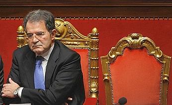 Romano Prodi attende l'esito del voto di fiducia a gennaio 2008. Poi salì al Quirinale per dimettersi