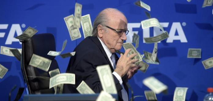 Contestato Blatter. Pioggia di dollari per lui da burlone Simon Brodkin