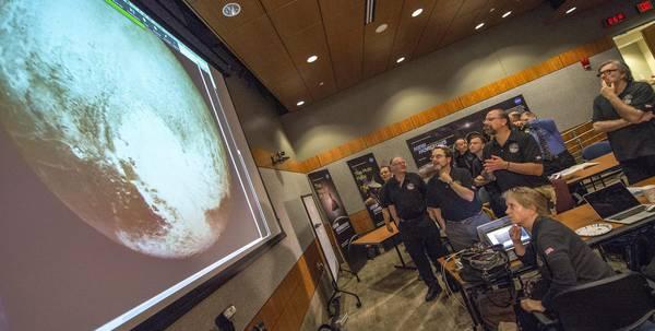 La sonda New Horizon sorvola Plutone (Epa/Nasa)
