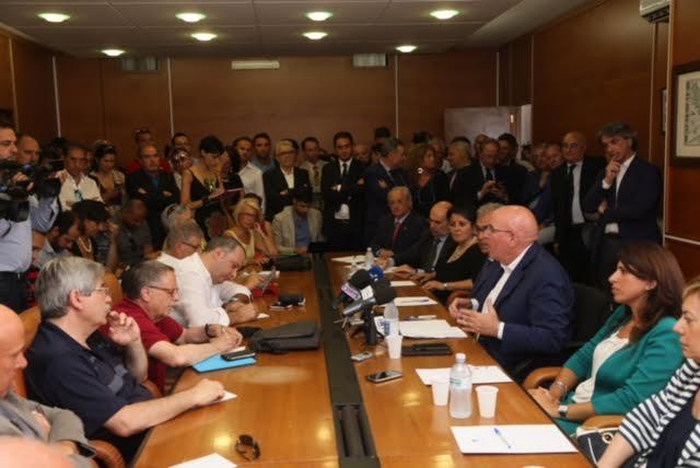 Il governatore Mario Oliverio presenta la sua giunta  (foto Tosti)