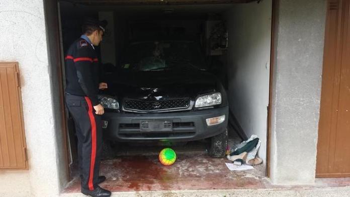Auto pirata Martellago L'auto pirata chiusa nel garage a Martellago Venezia