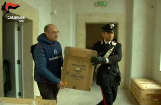L'Arma rimpatria dalla Svizzera reperti archeologici trafugati dal sud Italia