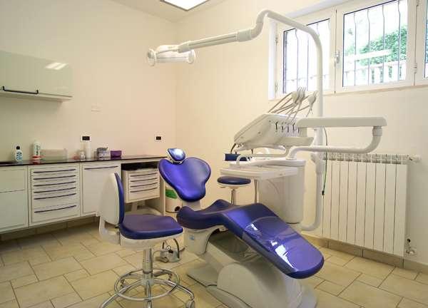 Polistena, denunciato un falso dentista