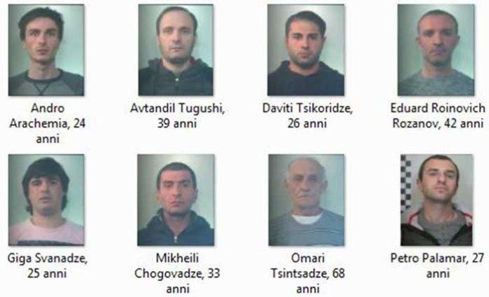 Ivrea Torino, banda georgiani rubava giochi e salvadanai bambini: 8 arresti